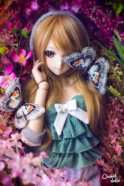 Dollfie Dream Miki Hoshii Coco con mariposas y flores