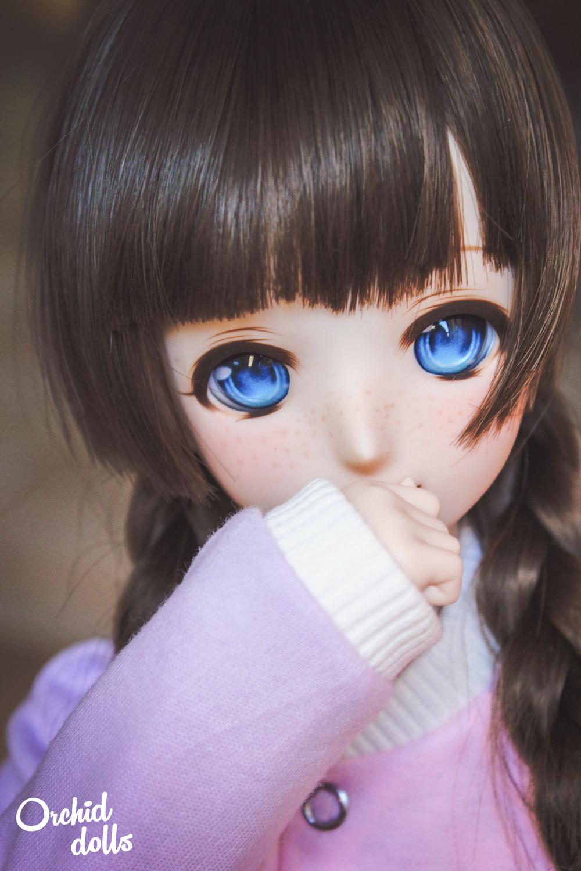 Custom Dollfie Dream M.O.M.O. Melocotón closeup freckles