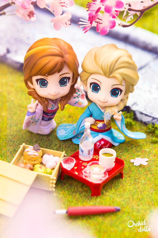 Elsa and Anna Nendoroid Frozen in Hanami wearing Kimono