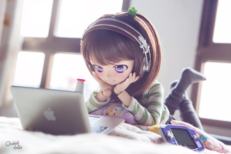 custom Mini Dollfie Dream Glitch with laptop